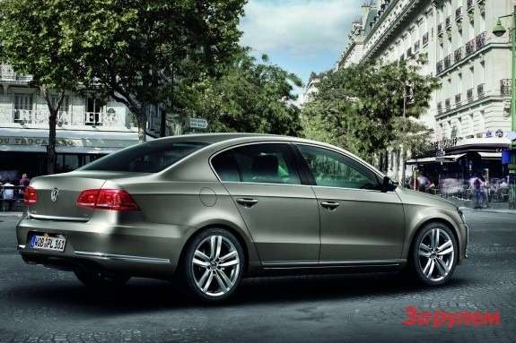 Volkswagen Passat side-rear view
