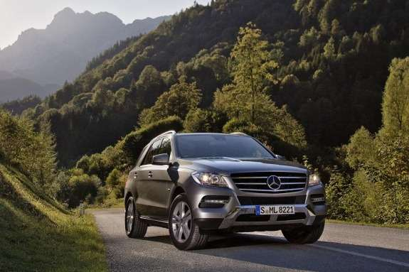 Mercdes-Benz ML 500 BlueEFFICIENCY side-front view
