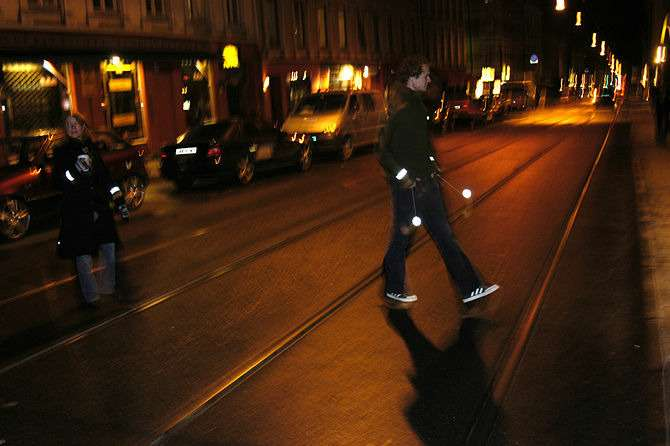 670px-Pedestrian-safety--Use-retroreflectors-in-the-dark