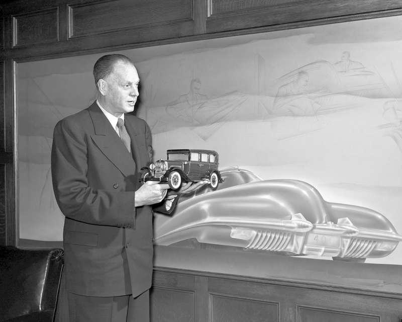 4 Harley Earl inhis Argonaut Office 1948no copyright