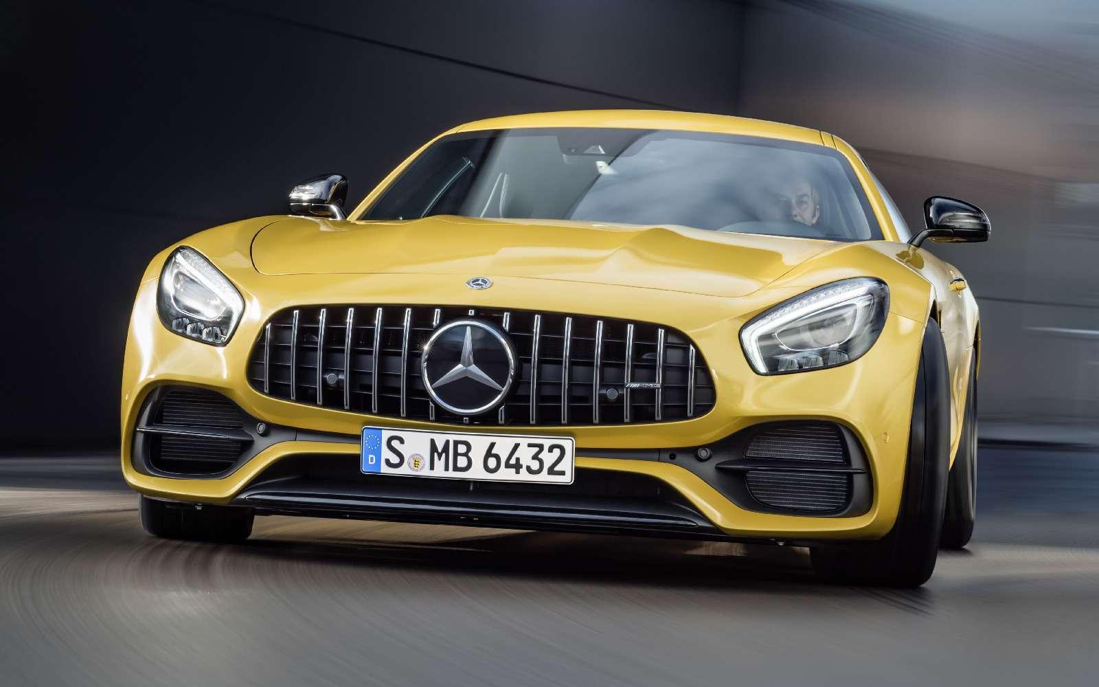 Спорткары Mercedes-AMG GTполучили вчесть юбилея новые «зубы»— фото 690885