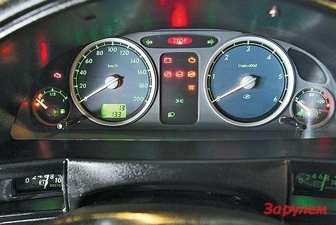 Приборы от«Волги» ГАЗ-3110, мано- метры установлены «этажом ниже»...