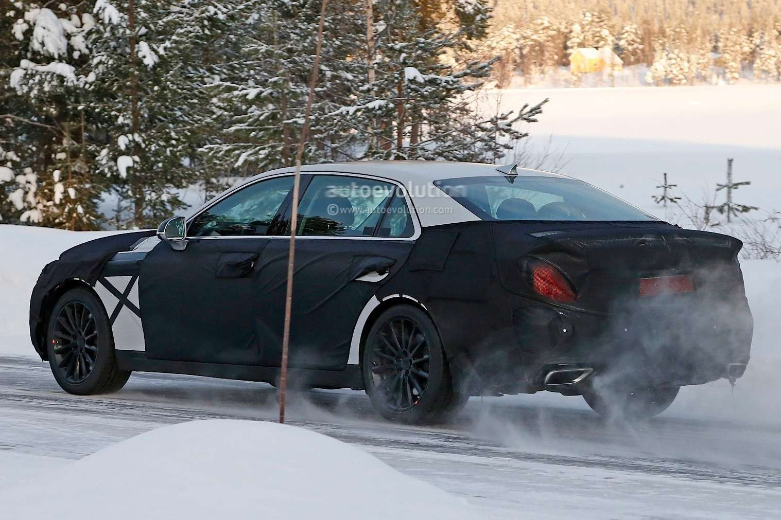 spyshots-2016-hyundai-equus-spied-with-s-class-inspired-taillights_8