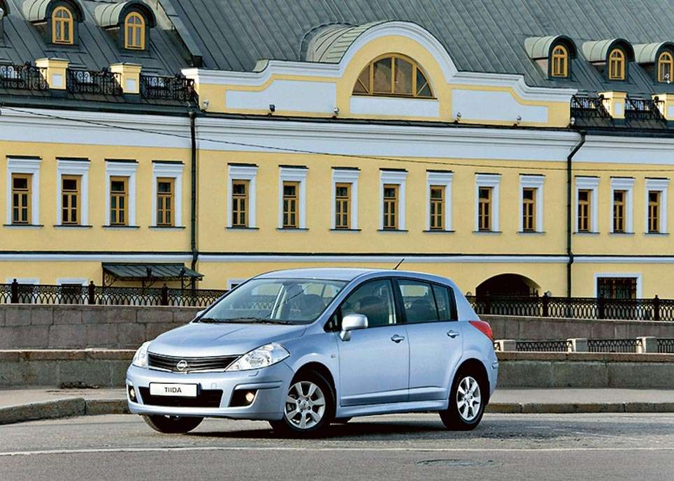Nissan Tiida_no_copyright