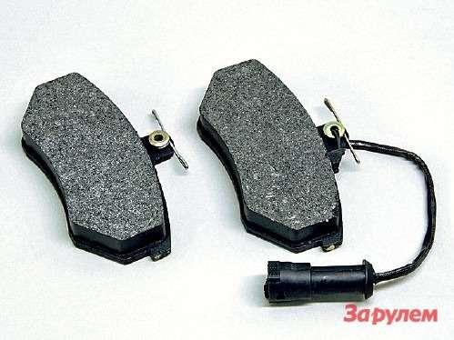 Оригинальные колодки снабжены электрическим индикатором предельного износа. Колодка спроводком— внутренняя, неперепутайте при сборке. Незабудьте смазать постели высокотемпературной смазкой.