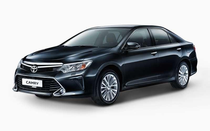Toyota Camry. Цены: 1 364 000 — 1 960 000 рублей.