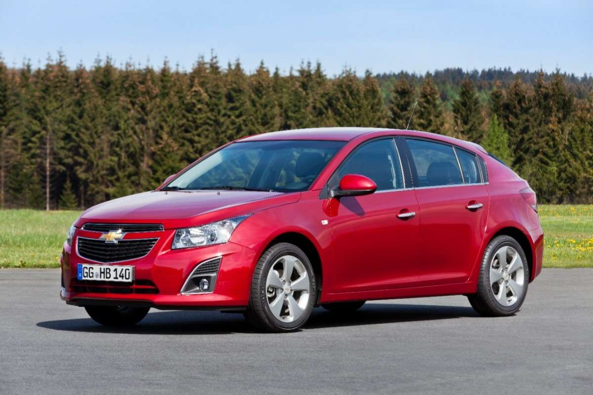 Chevrolet-Cruze-5-door-279956-medium(1)