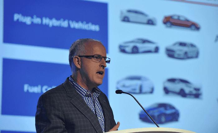 Вице-президент Tesla Motors Дирмуд О'Коннелл