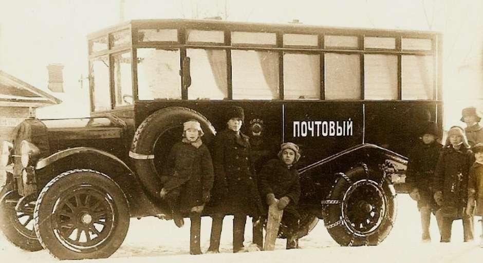 Почтовый автобус Scania-Vabis Typ 3241на линии вгороде Вятка (Киров). Такие автобусы работали также вЧелябинской области.