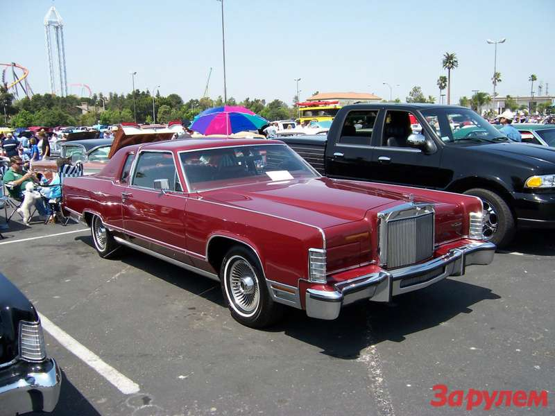 Lincoln_Continental_Town_Coupe_1970-1979