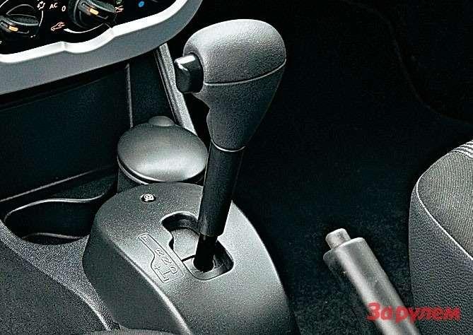 Селектор «Логана» архаичный, словно снят савтомобиля 20-летней давности.
