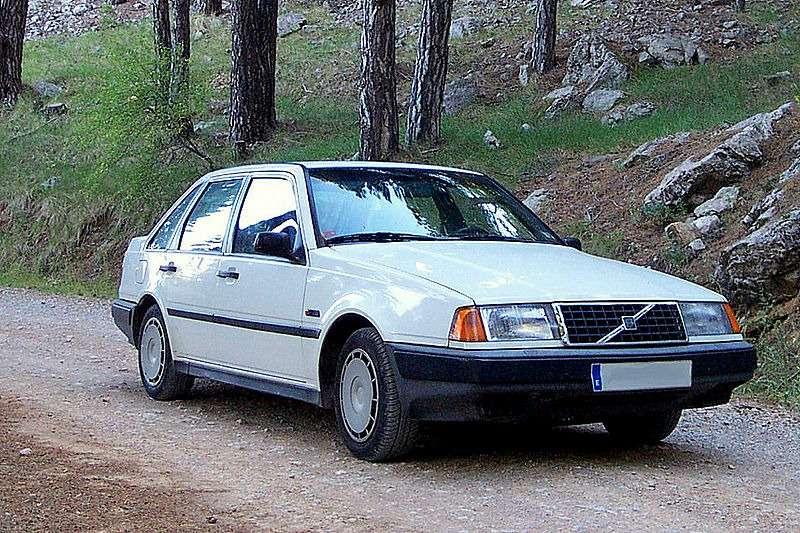 no_copyright_800px-Volvo_440.