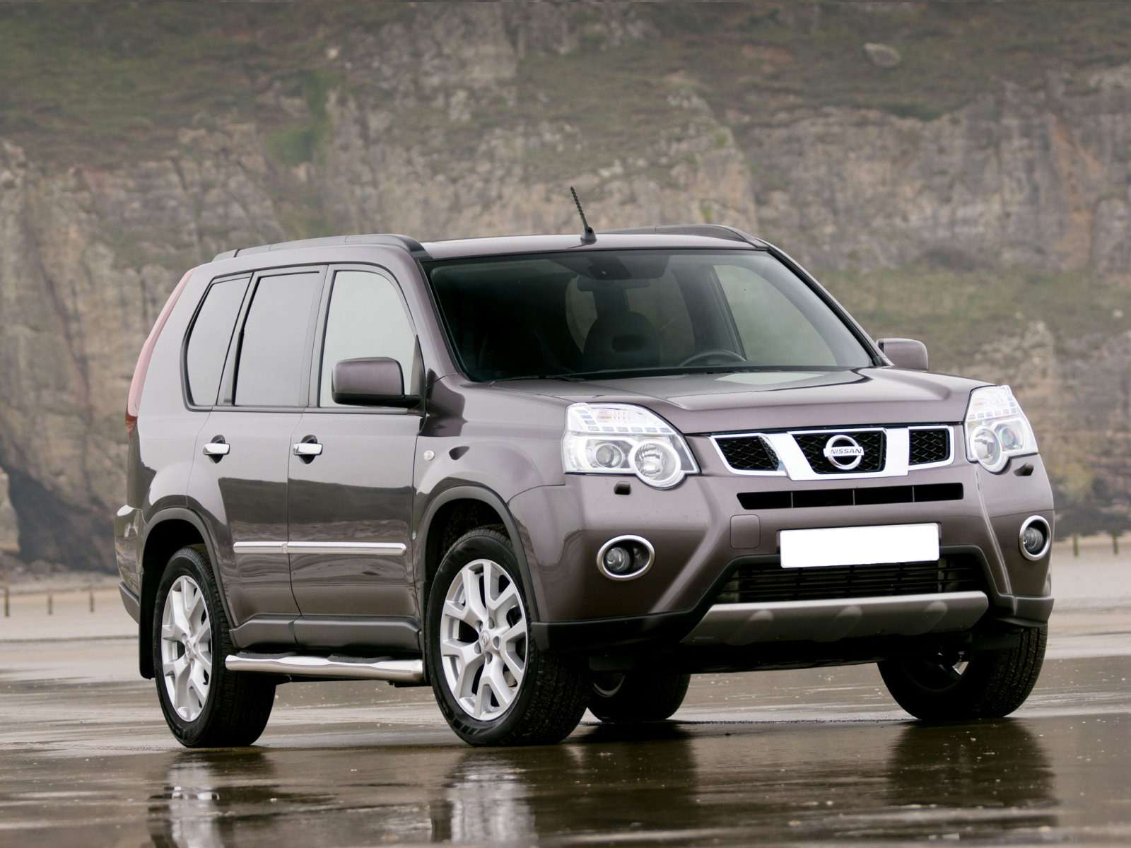 Nissan_X-Trail_SUV 5 door_2011
