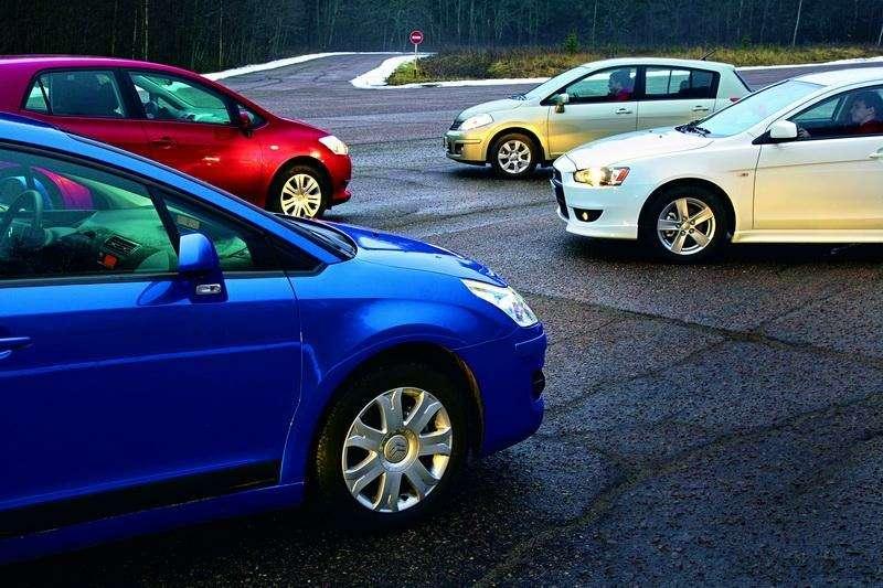 Toyota Auris, Mitsubishi Lancer, Nissan Tiida, Citroen C4: Имею желание…— фото 92590
