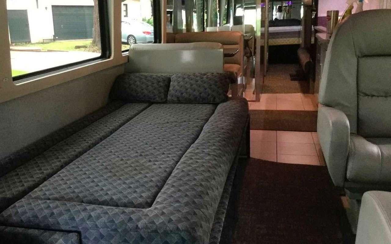 Личный автобус Принса продадут смолотка— фото 1202244