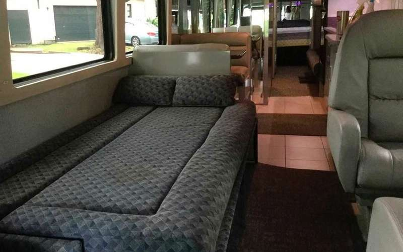 Личный автобус Принса продадут смолотка