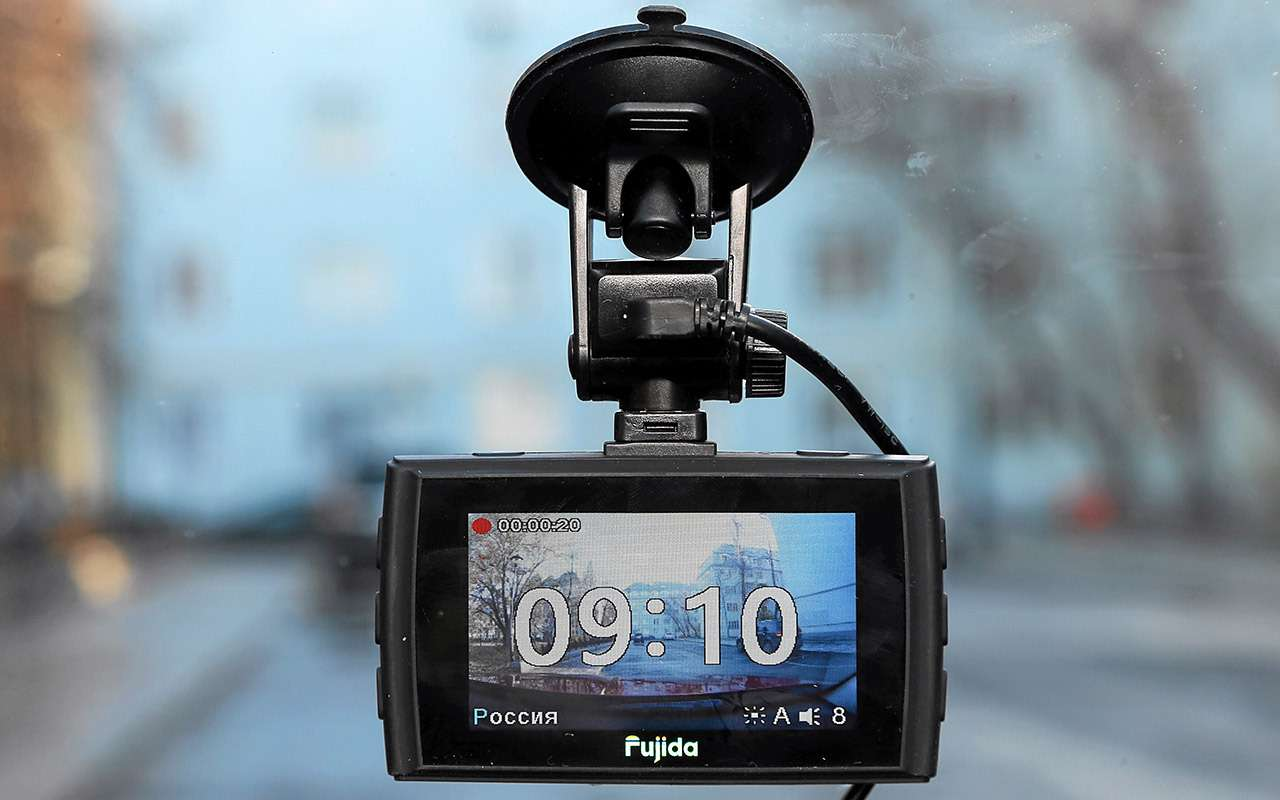 8 видеорегистраторов: содной исдвумя камерами— какой лучше?— фото 1210550
