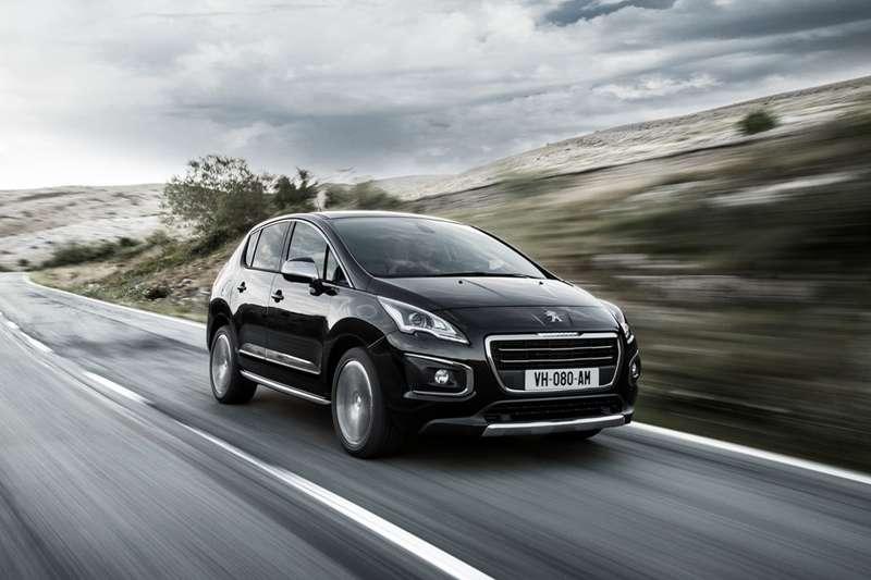 Peugeot_3008_FL_no_copyright_1