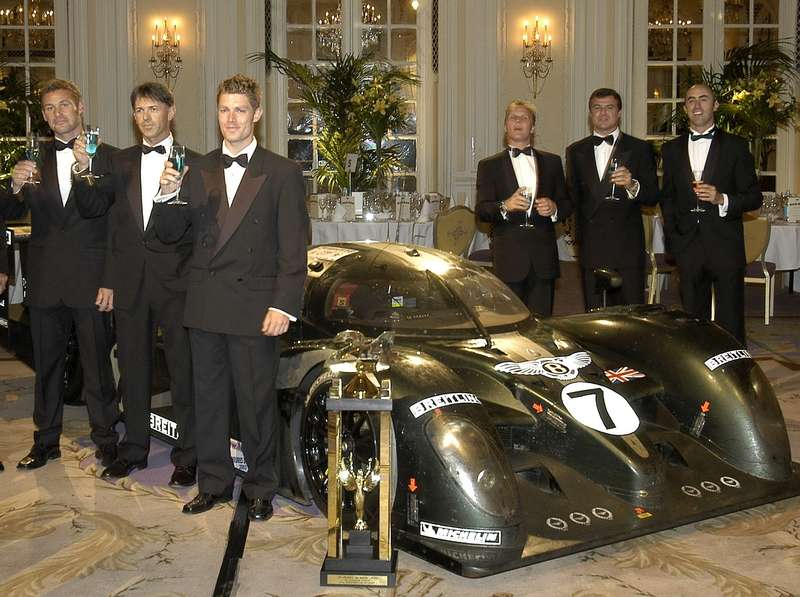 The winning Le Mans team at the Savoy Hotel 2003_новый размер
