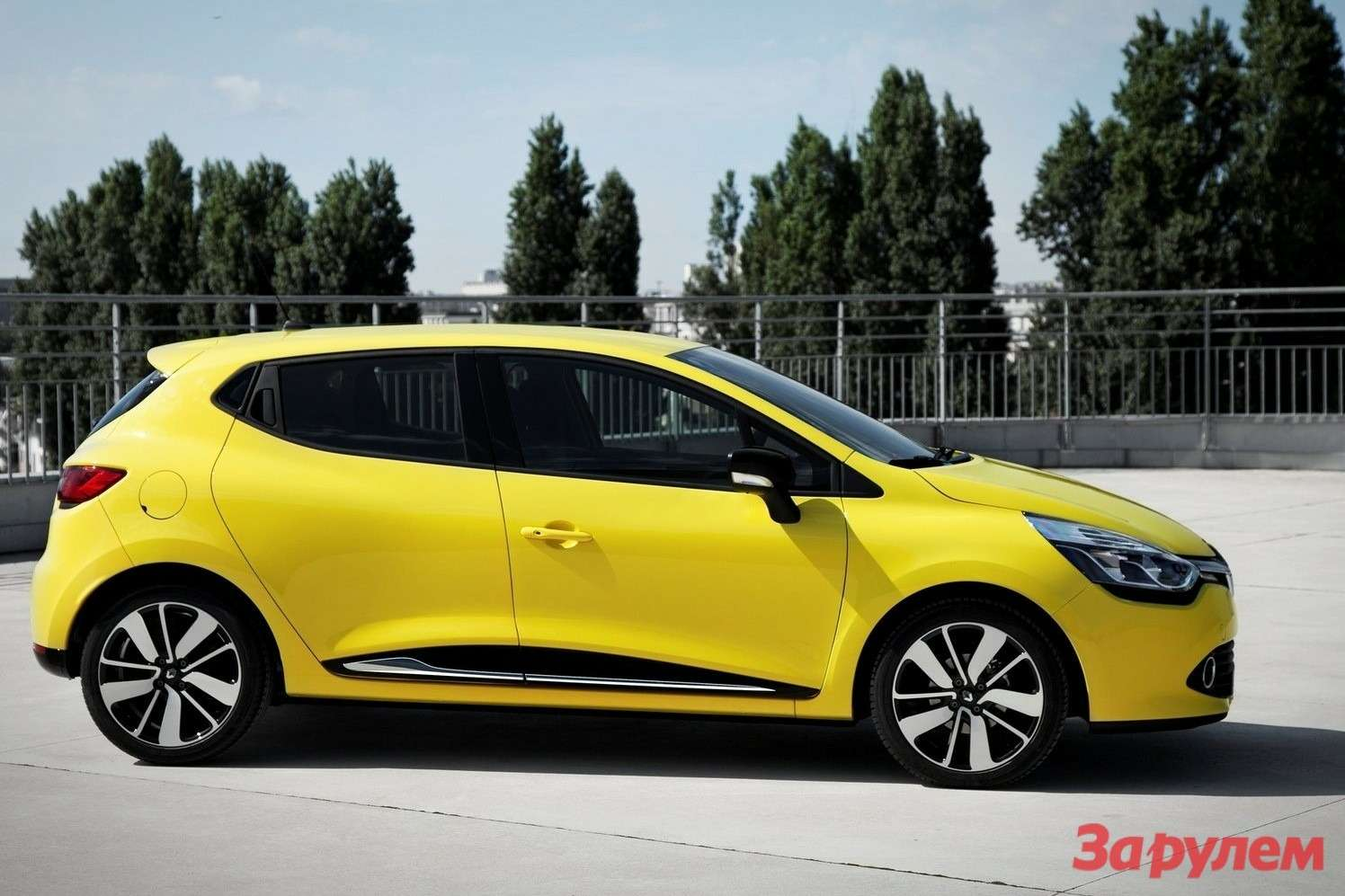 Renault-Clio_2013_1600x1200_wallpaper_07