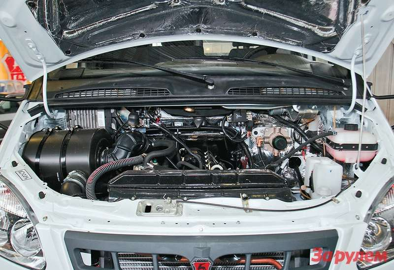 Конечно, места длялюбого другого двигателя, кроме как объемом 2,3-2,9 литра,  под«газелевским» капотом маловато. Восновном не хватает длины