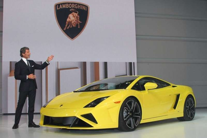 lamborghini-president-and-ceo-stephan-winkelmann-introduced-the-new-gallardo-lp-560-4-in-paris_no_copyright
