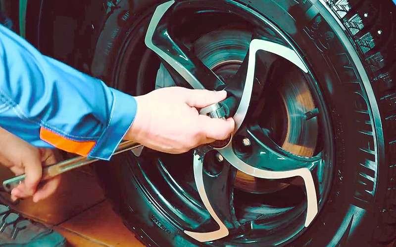 Какснять колесо, если уболта сорваны грани— простой способ