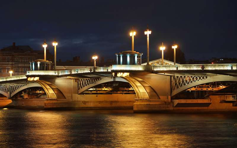 Однажды инженеру пообещали позванию закаждый пролет моста