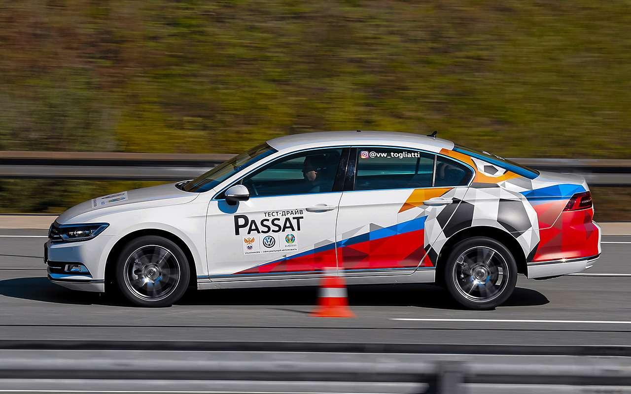 Тормозной путь намокром асфальте замеряем с80до5км/ч, анасухом со100до5км/ч. «Отсечка» на5км/ч позволяет исключить погрешность отчастичной блокировки колёс, которую АБС допускает намалых скоростях.