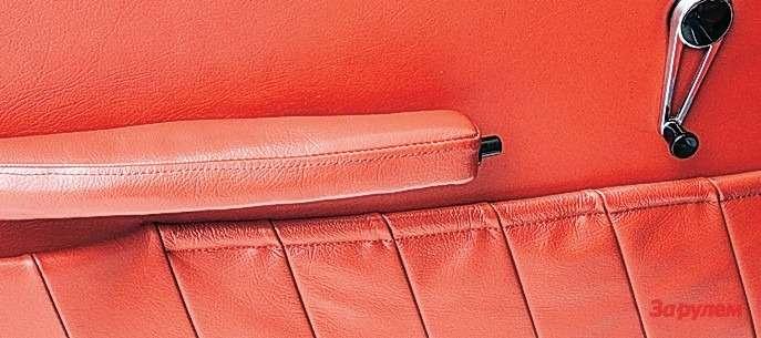 Porsche 911 Оригинально пристроена кнопка открывания двери: впереднем торце ручки.