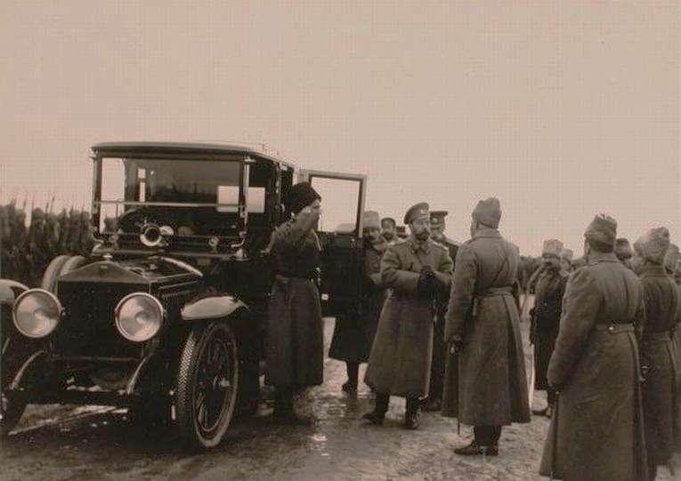 Отчасти результат подобной рекламы— Rolls-Royce 40/50HP скузовом лимузин мастерской Kellner вгараже Его Императорского Величества Николая Второго. Снимок сделан нафронте в1915 году врайоне Новоселок. Фото предоставлено Станиславом Кирильцом