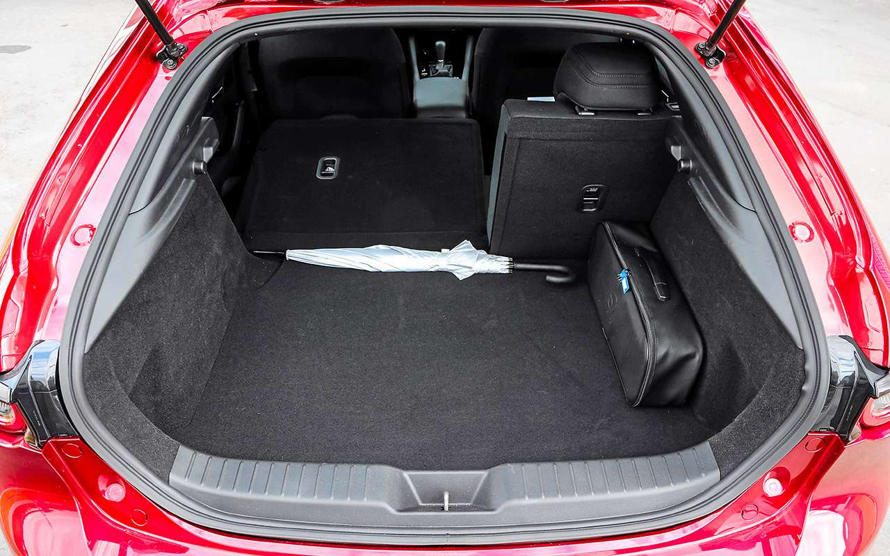 Новая Mazda 3, VWGolf иKia Ceed: большой тест— фото 1007206