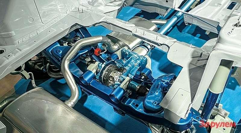 В 2008 году «Куга» дебютировала стретьим «Халдексом», в2010-м онуступил место четвертому поколению. Вновой машине стоит муфта собственной разработки. Такая же— навседорожниках «Эдж» и«Эксплорер». Она позволяет оптимально реализовывать тягу наколесах взависимости отсцепления спокрытием.