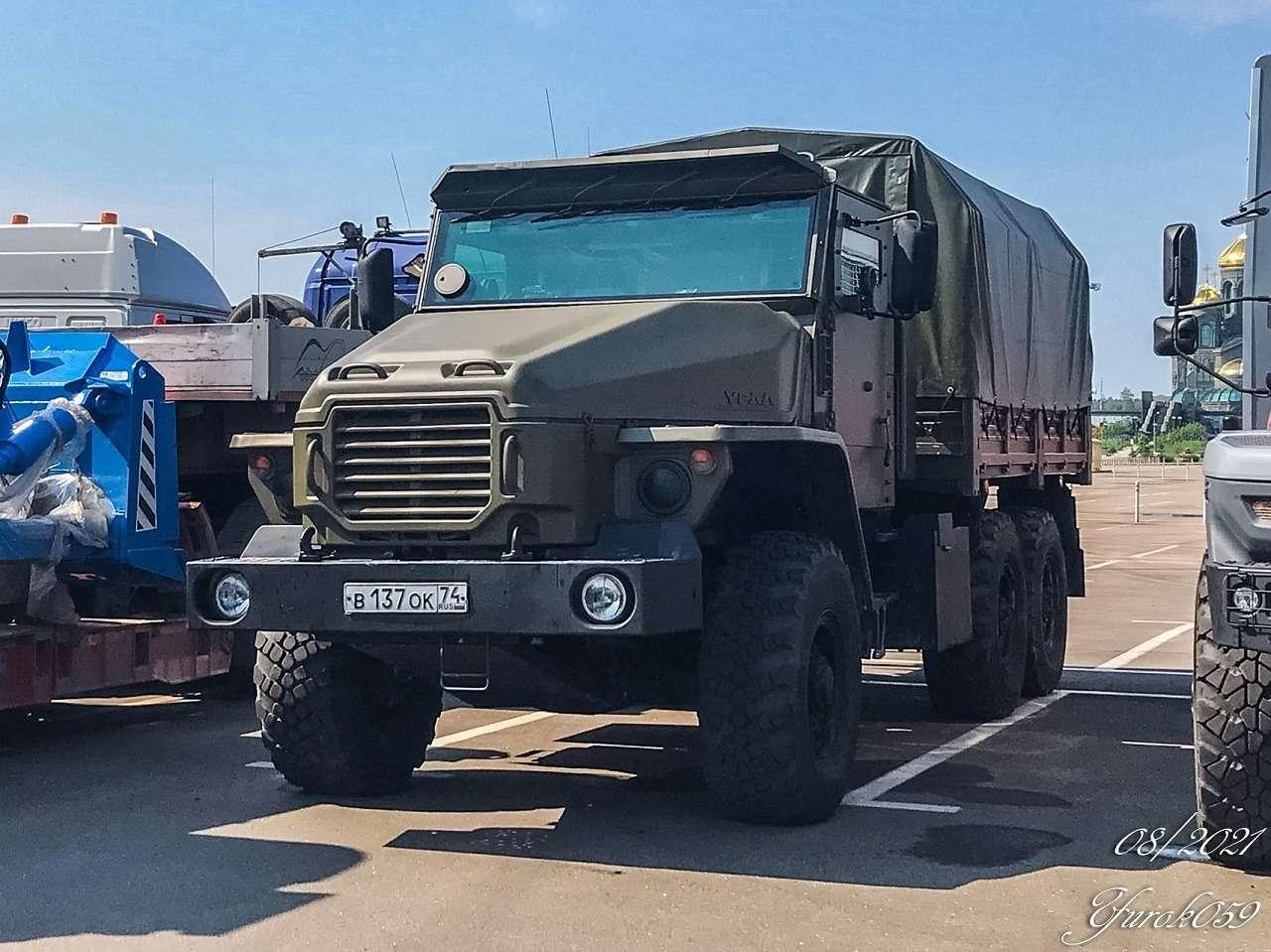 Новый грузовик Урал скрутой внешностью— первое фото иподробности— фото 1271498