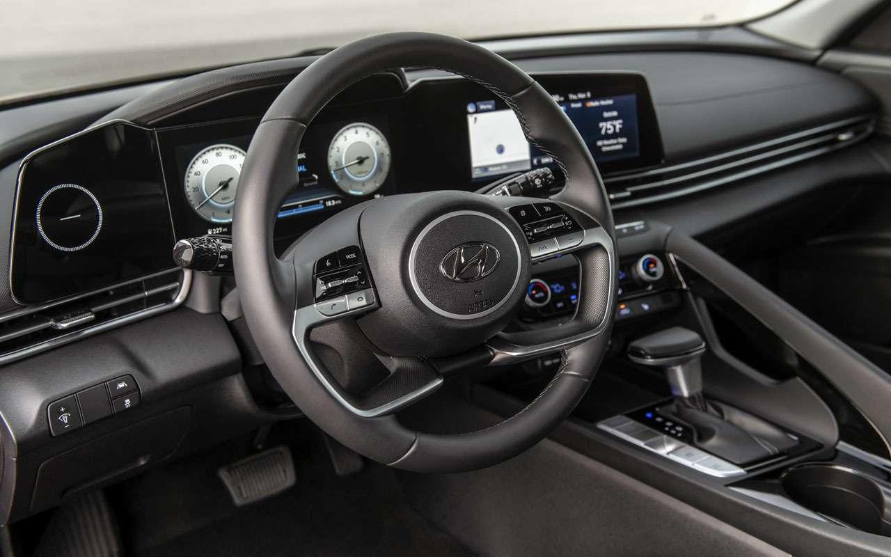 Hyundai Elantra— теперь четырехдверное купе— фото 1095376