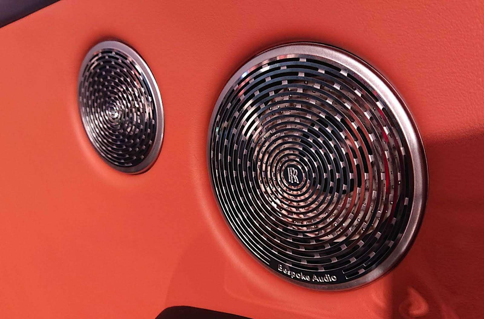 Кто дороже? Rolls-Royce привез вРоссию кроссовер за25миллионов— фото 874776
