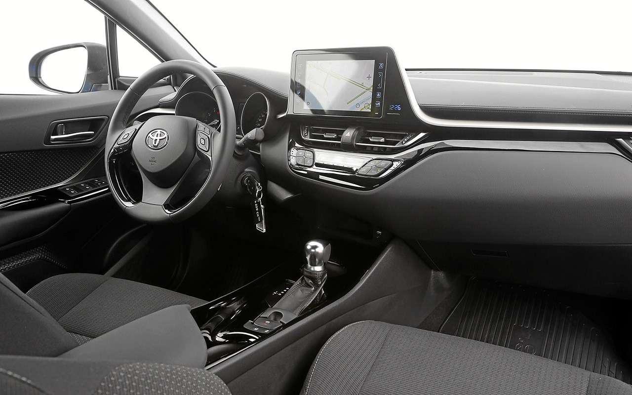 Toyota C-HR: 5впечатляющих фактов иряд досадных недочетов— фото 912266