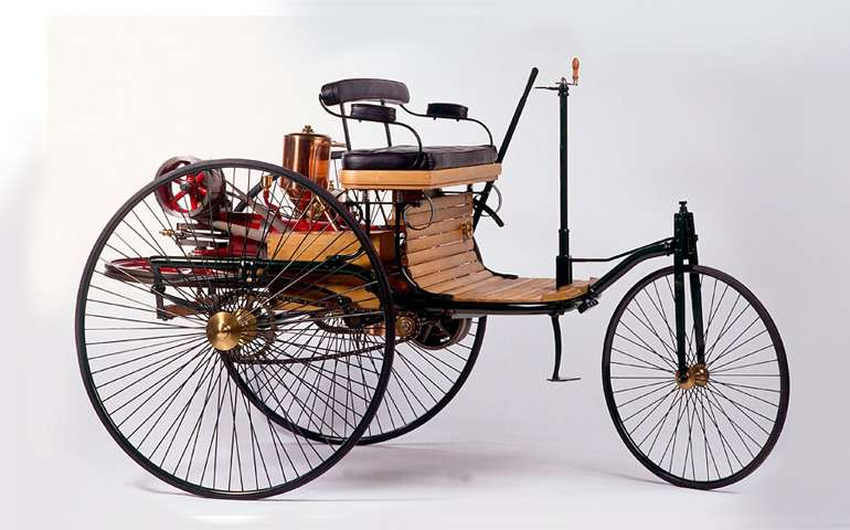 Daimler отмечает 125лет первому автомобилю
