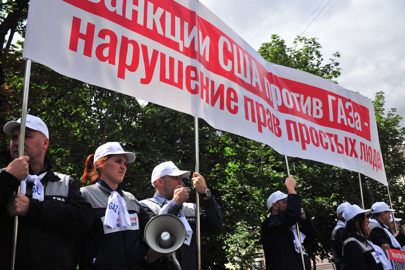 Рабочие ГАЗа упосольства США: просят отмены санкций— фото 984350
