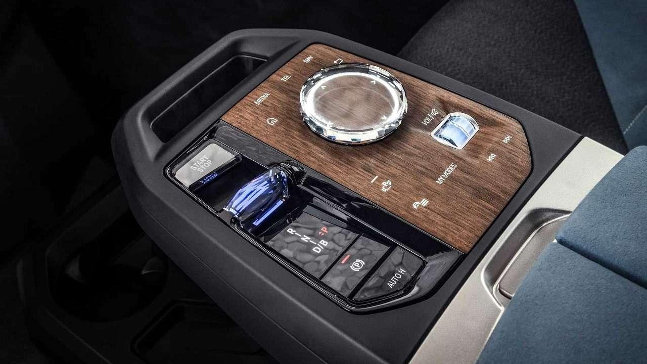 Сплошной огромный экран: BMW показала новую приборную панель— фото 1231350