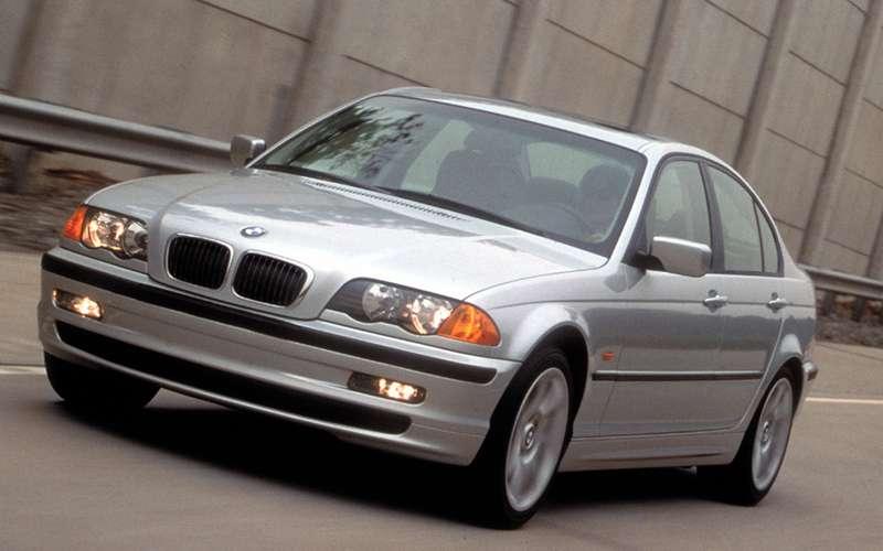 Отзывают старые «трешки» BMW— опять подушка виновата!