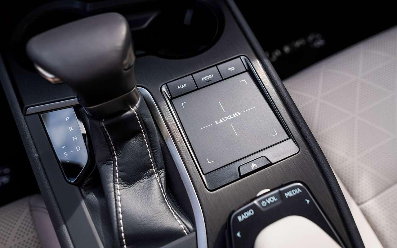 Новый кроссовер Lexus UX— первый тест-драйв— фото 908093