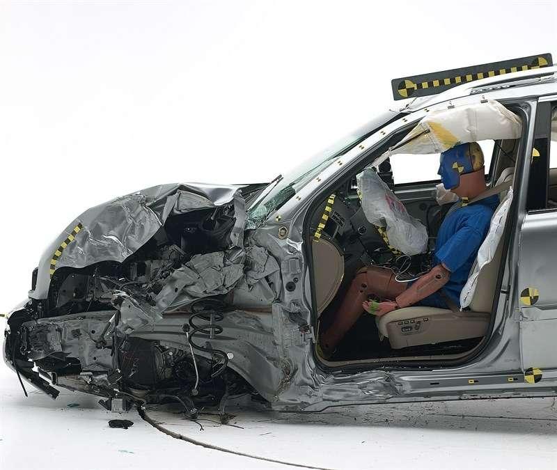 Volvo XC90 успешно прошел тест наудар смалым перекрытием