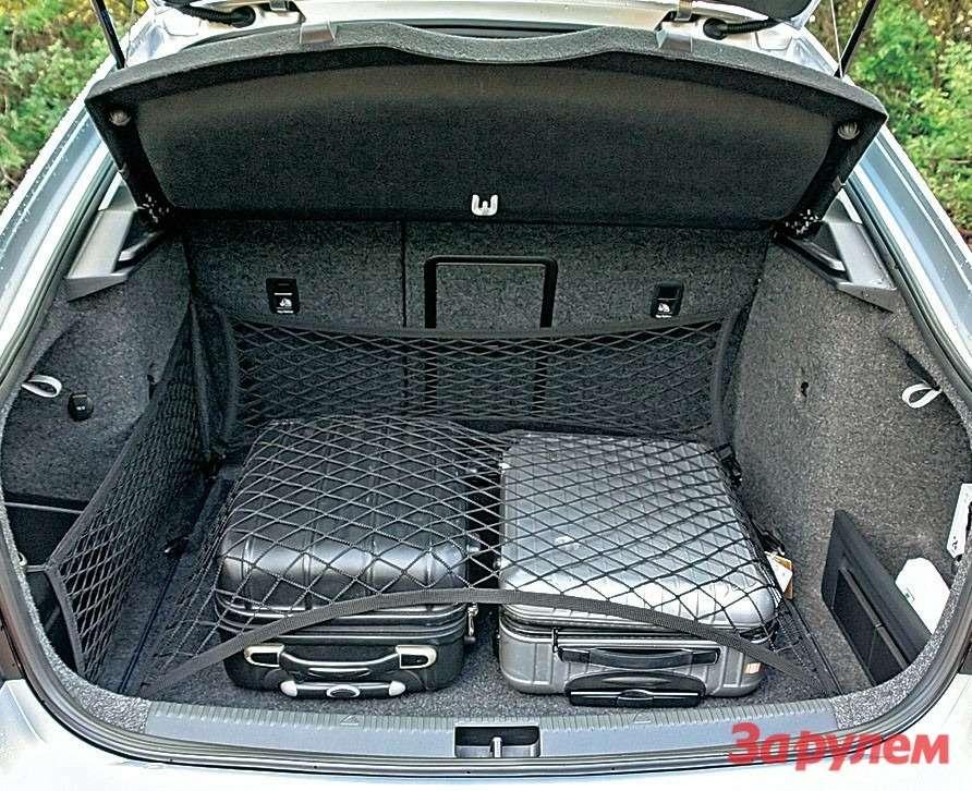 У багажника рекордный объем, исетками оннеобделен. Практичная машина.