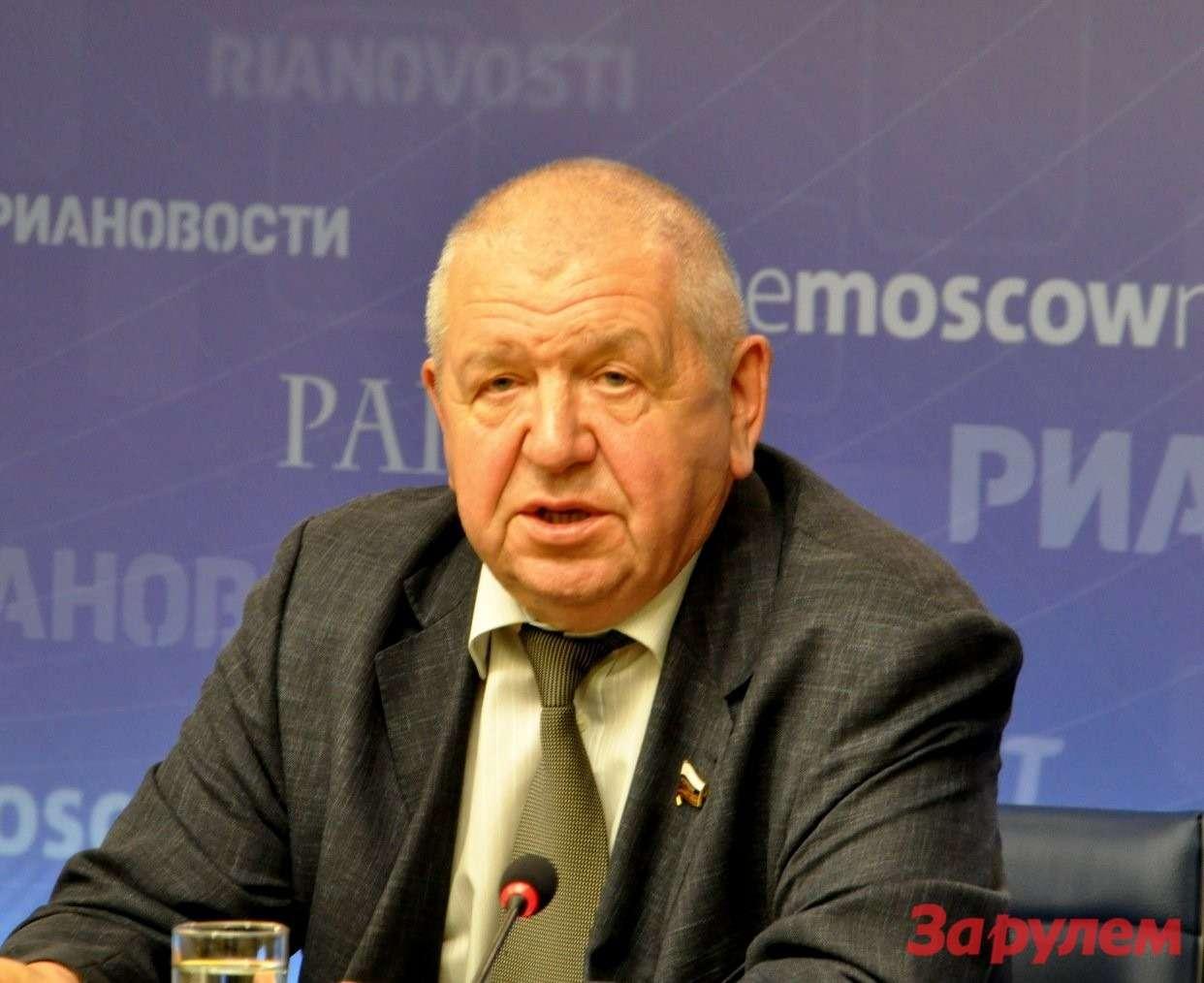 Генерал-лейтенант критикует генерал-полковника zr.ru
