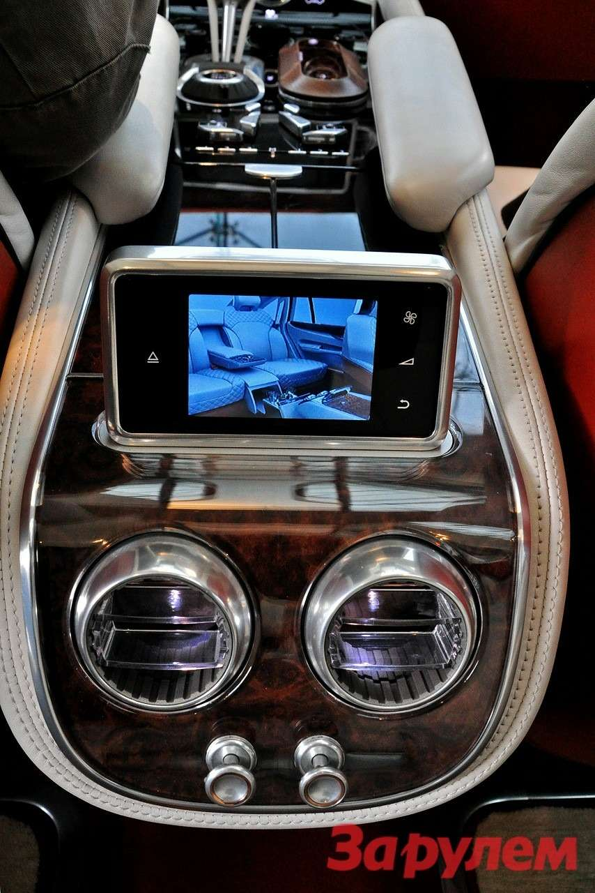 Пульт длязадних пассажиров Bentley EXP 9F