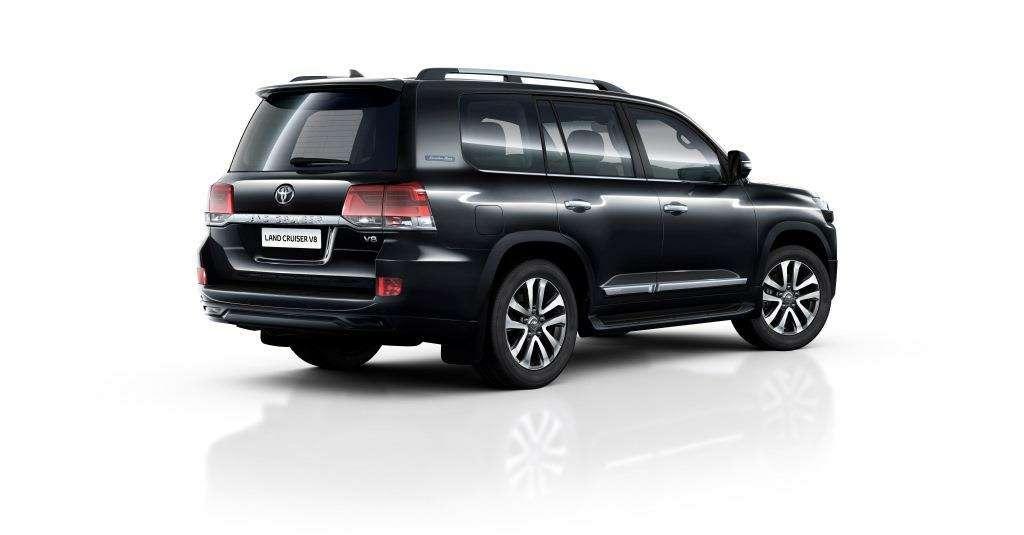 Toyota Land Cruiser 200 обзавелся спецсерией Executive Black иWhite— фото 643703