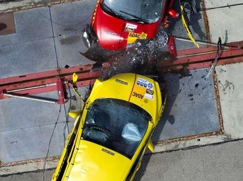 Краш-тест ADAC автомобилей Peugeot 308и Ford Fiesta