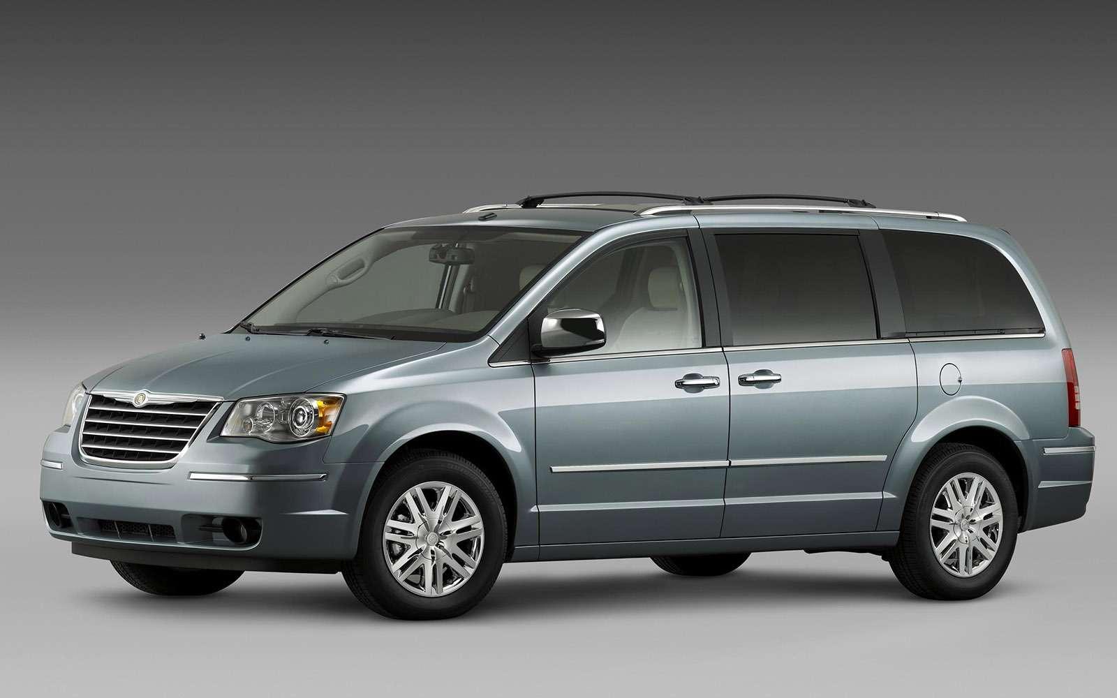 Chrysler Grand Voyager стоит три слишним миллиона рублей