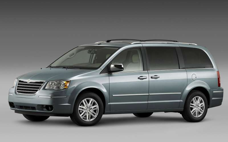 Chrysler Grand Voyager стоит три с лишним миллиона рублей